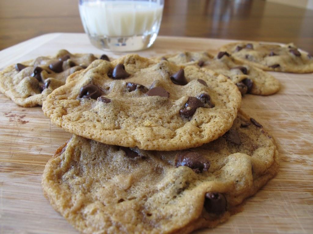 Gluten-Free Peanut Butter Chocolate Chip CookiesTina's Chic Corner