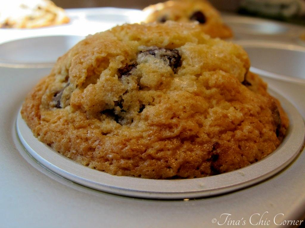 01High Domed Chocolate Chip Muffins