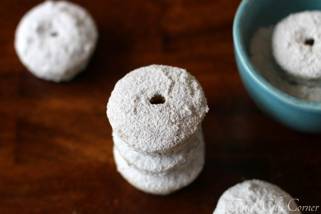 02Mini Powdered Doughnuts
