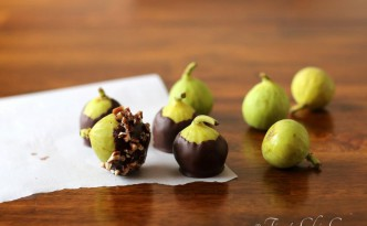 01Chocolate Dipped Fresh Figs