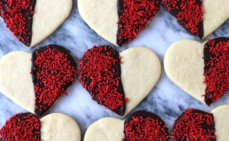 Black and White Heart Shaped Sugar Cookies05