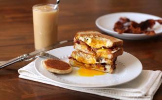 Egg in a Bread Sandwich05